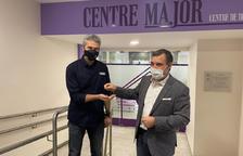 Josep Majoral fa entrega de les claus del futur centre de dia a Jordi Fernández