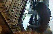 El lladre captat per una de les càmeres de vídeo.