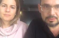La 'youtubera' i la seva parella al vídeo.