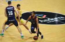 El Tenerife s'endú el triomf del Poliesportiu en un duel marcat per la mala actuació arbitral (83-89)