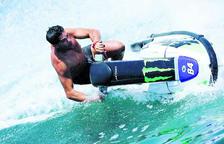 Entrenar al mar sense calor i sobre les onades