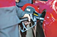 El sector del carburant 'xoca' amb el Govern