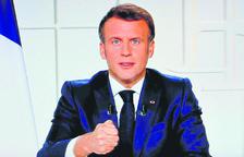 Emmanuel Macron confina França i tanca les escoles