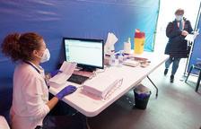 Vuitanta docents més s'inscriuen per vacunar-se i ja són 1.476 de 1.900