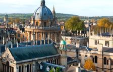 Un estudi d'Oxford equipara la seguretat de Pfizer amb la d'AZ