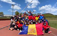 La delegació andorrana, eufòrica al final del campionat.