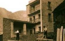 El llibre aporta una aproximació etnogràfica a la indústria del tabac a Andorra