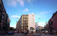 Un resident mor a Barcelona en precipitar-se del cinquè pis d'un hotel