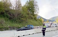 Un vehicle amb matrícula espanyola té un accident baixant de la Serra de l'Honor