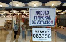 Els peruans voten a La Llacuna la segona volta de les eleccions generals del Perú