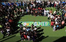 """Els alumnes d'Encamp han escenificat que han """"aconseguit"""" acabar el curs de la pandèmia"""