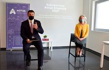 Jordi Gallardo i Judit Hidalgo en la presentació del programa de subvencions