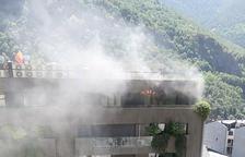 Incendi sense ferits ni danys materials en un àtic de l'edifici Diamant a la capital