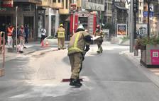Un vessament d'oli talla el trànsit tres hores a Carlemany