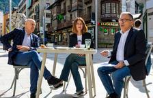 El cònsol menor Joaquim Dolsa amb el conseller de Vida Cultural, Valentí Closa i la cap del Departament de Cultura, Anna Garcia