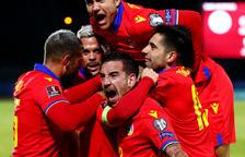 Els futbolistes de la selecció celebrant un gol.