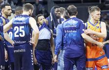 La decepció dels jugadors del MoraBanc després de la derrota.