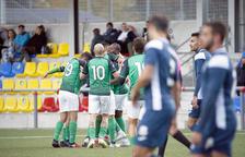 L'UE Sant Julià celebra un dels dos gols aconseguits ahir.