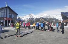 Esquiadors fent cua a Pal-Arinsal.