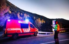 L'ambulància que va traslladar el cos del jove, de 23 anys.