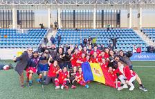 Els tècnics i les jugadores de la selecció sub 19 van celebrar efusivament la victòria.