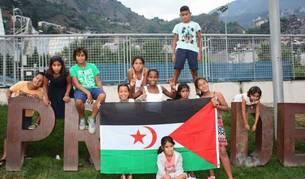 Onze dels nens que han participat a les Vacances en pau en una altra edició.