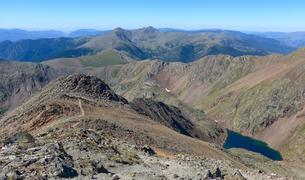 La cresta i l'estany negre, baixant per l'itinerari clàssic.