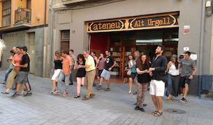 Una ballada de 'lindy hop' als carrers de la Seu d'Urgell.