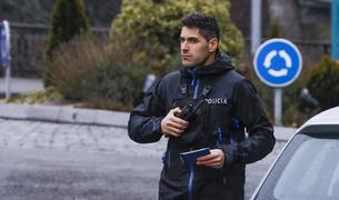 Cristian España serveix el país amb el cos de policia i el representa al món dels raids.