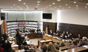 Tribunal, advocats, acusats i públic en la primera jornada de la vista oral.