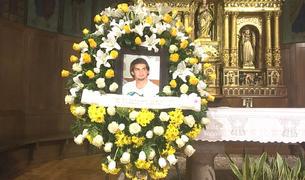 Imatge del recordatori floral a Sant Pere Màrtir, on se'l va acomiadar.