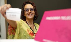 Judith Torres treballa en atenció al client d'Andorra Telecom.