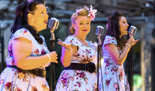 The swing girls porten èxits clàssics a totes les parròquies