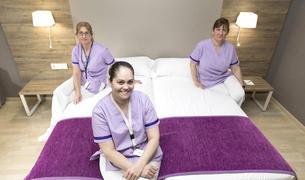 Susana sosa, Maribel Ávila i Yolanda Casado són cambreres de pisos dels hotels de la cadena Daguisa.