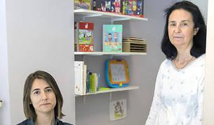 Les mediadores Loli Terrón i Eva Bosch al despatx de mediació de la Batllia.