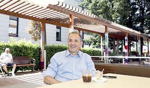 Jordi Nadal, a la terrassa del bar del centre sociosanitari El Cedre.