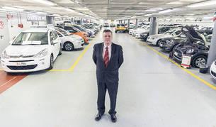Els vehicles d'ocasió i el cap de vendes de Pyrenées Andorra, Xavier Fernández.