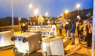Talls de la carretera N-260 en la vaga general a Catalunya del febrer passat