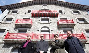 L'antic hotel encampadà, que s'ha rehabilitat i remodelat.