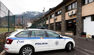 Un cotxe de la policia a la Batllia, ahir.