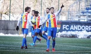 Els jugadors de l'Andorra celebren l'1-2 aconseguit per Forgas