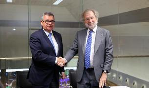 El director general de FEDA, Albert Moles, i el president d'Endesa, Javier Uriarte, després de signar el contracte aquest matí