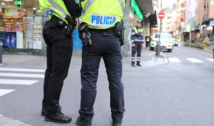 Agents de policia de servei a la via pública.