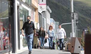 La reobertura de la frontera francoandorrana després de dos mesos i mig de confinament ha provocat la visita de milers de turistes francesos