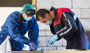 La caserna dels bombers i el CAP de la Sardana acolliran unes 720 proves diàries.