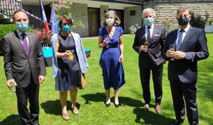Xavier Espot, Roser Suñé i Jocelyne Caballero, a la recepció per la festa nacional francesa