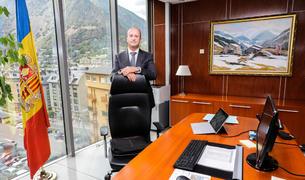 El ministre Rossell al seu despatx de l'edifici de l'Obac, dijous passat.