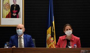 El cònsol menor, Joaquim Dolsa, i la cònsol major, Rosa Gili, durant la sessió de comú, ahir.