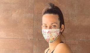 La tennista Georgina García, exercitant-se a casa seva, ha patit unes dures derivacions de la malaltia.