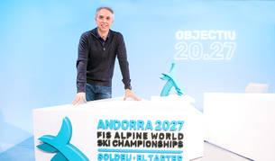 El director de la candidatura pel Mundial del 2027, David Hidalgo, amb el logotip.